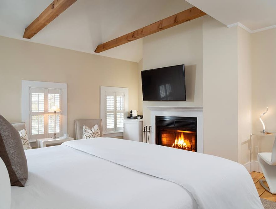 Room 16 Fireplace - Chatham Boutique Hotel