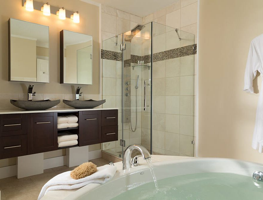 Room 7 Bath & Shower - Chatham Lodging