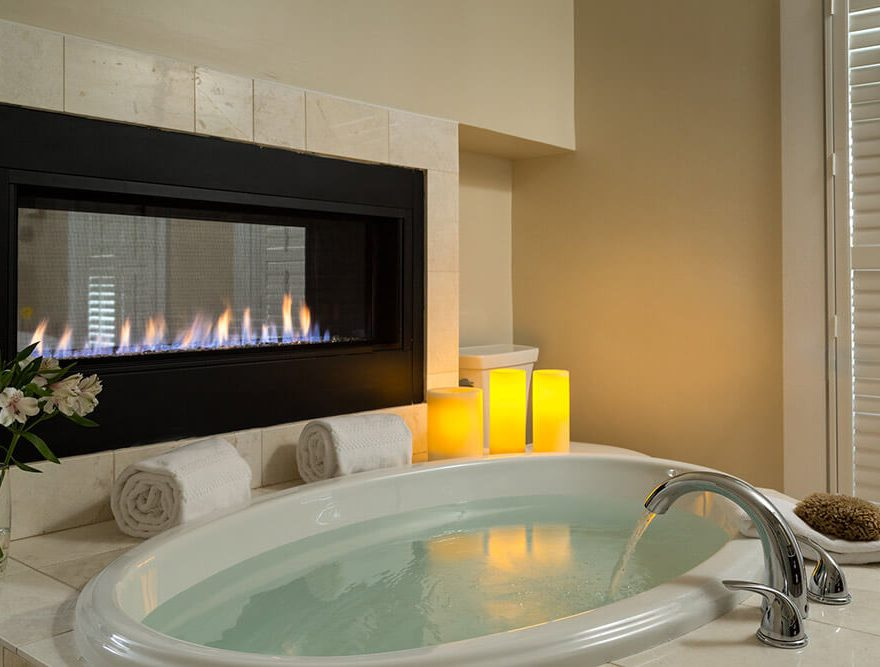 Room 7 Bath & Fireplace - Chatham Hotels