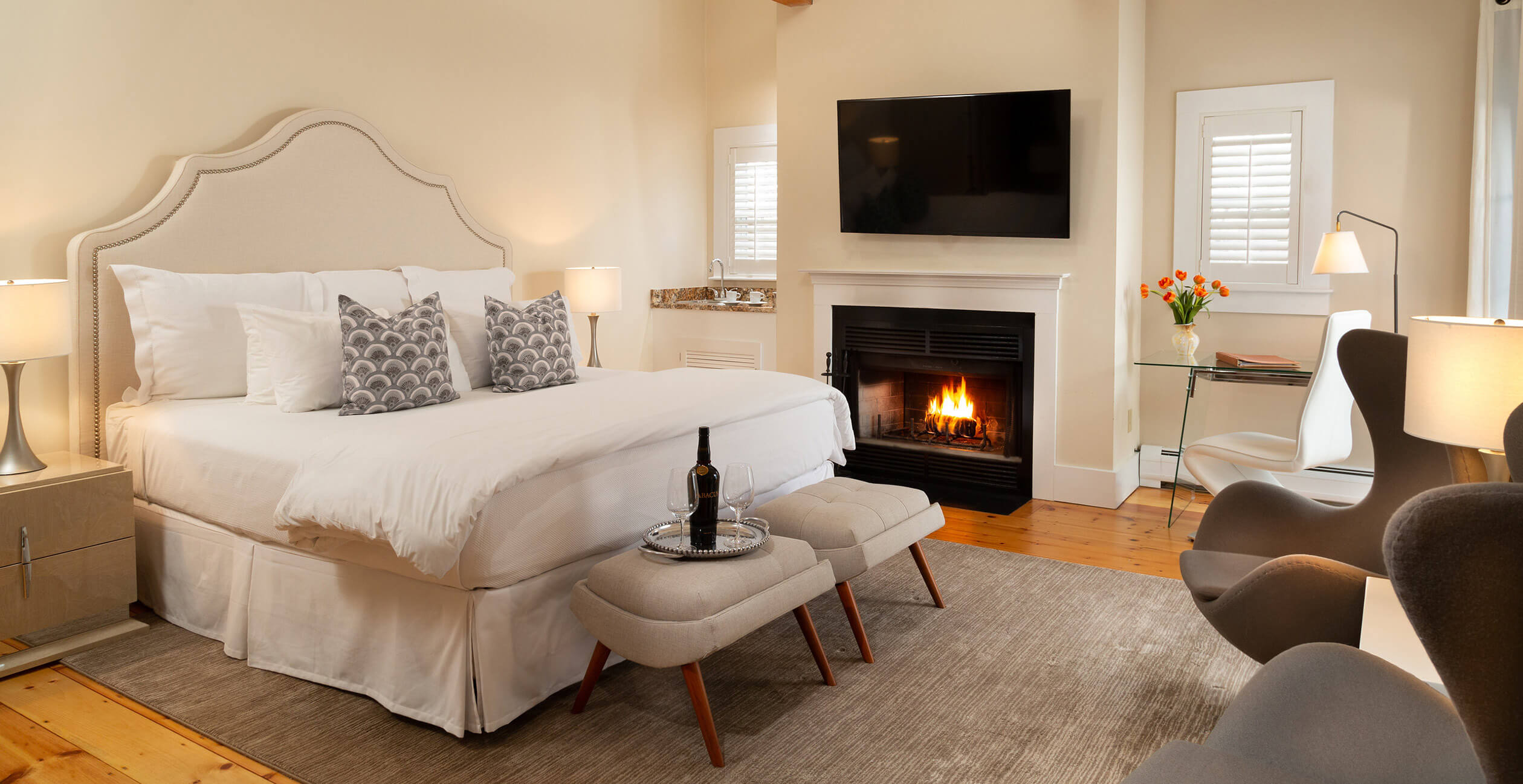 Room 12 bed, fireplace and seating area