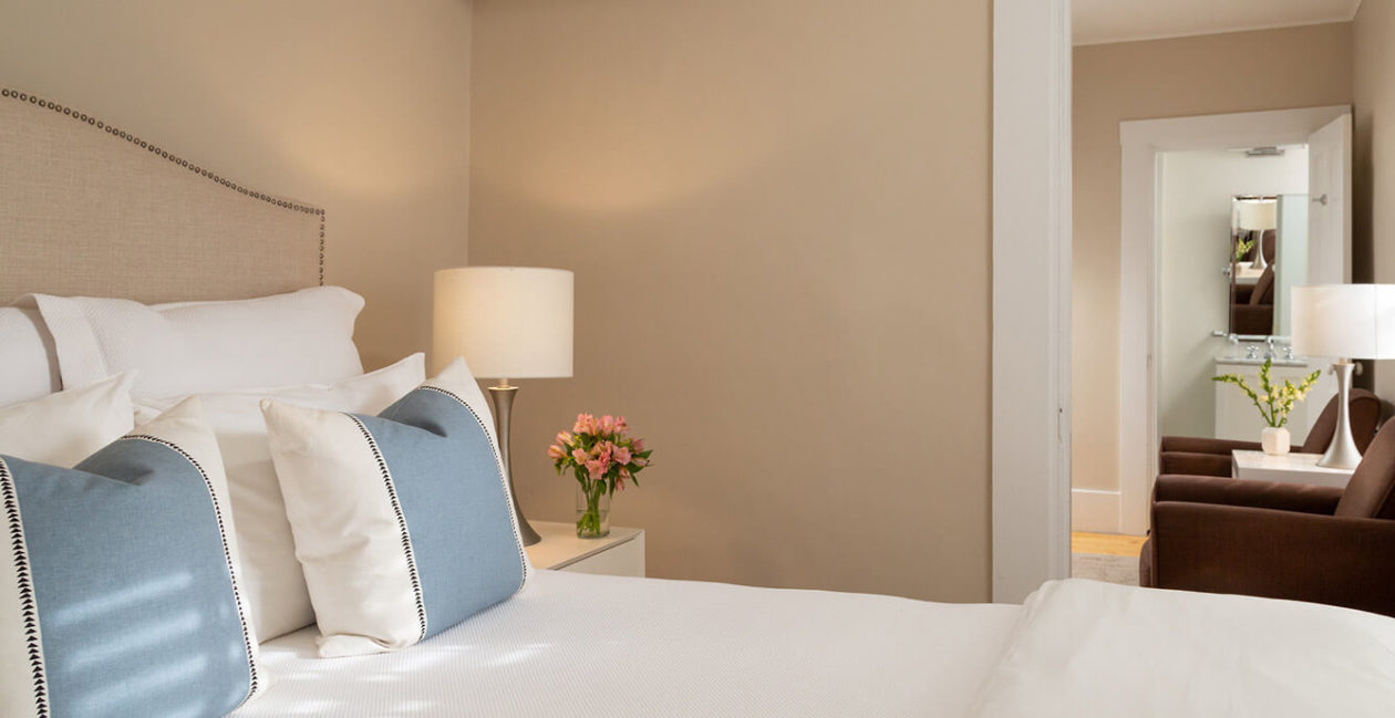 Room 14 bed and seating area
